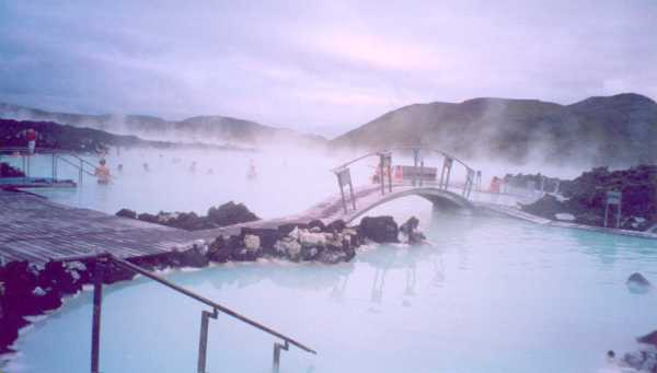 Iceland-Reykjavik-Blue-Lagoon-hot-water-spring-bathers-bathing-wooden-walkways-platforms-5-BG