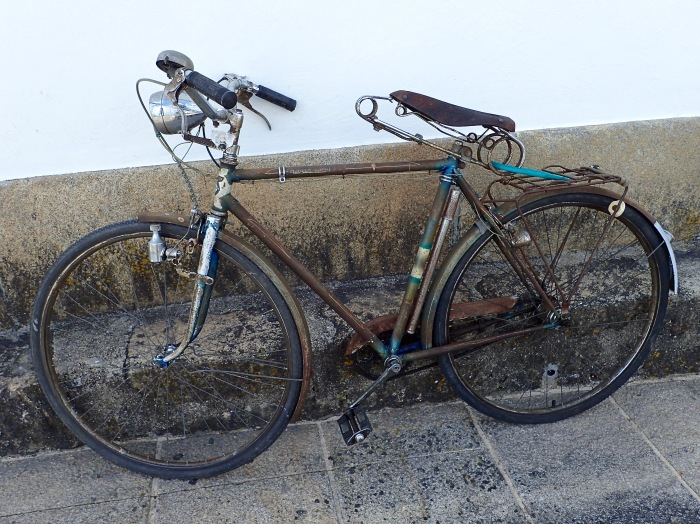 The old bicycle with a threatening seat angle, Portugal